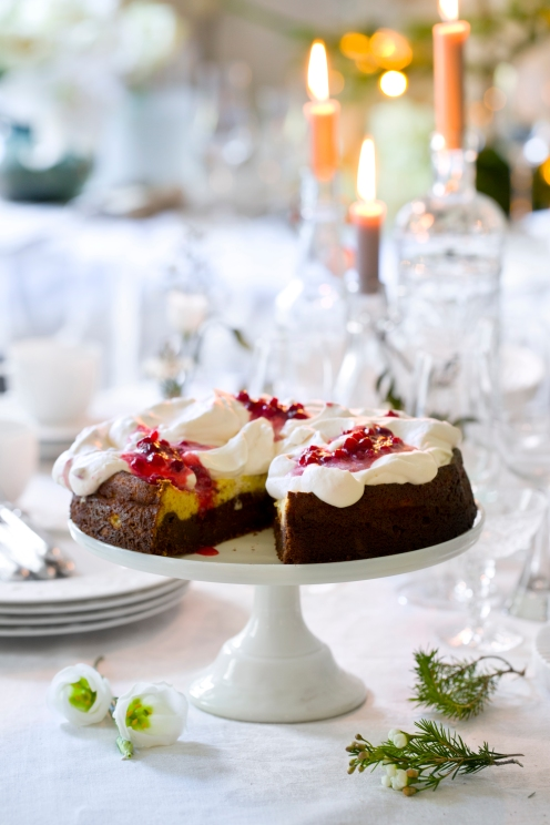 Brownie-ostekake med tyttebærkrem